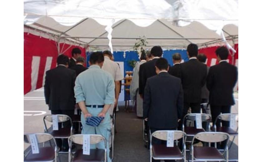 平成25年8月11日 岐阜市内において某マタニティ施設新築工事の地鎮祭を執り行いました。