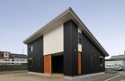 屋根裏部屋付きの木造平屋建てデザイン住宅
